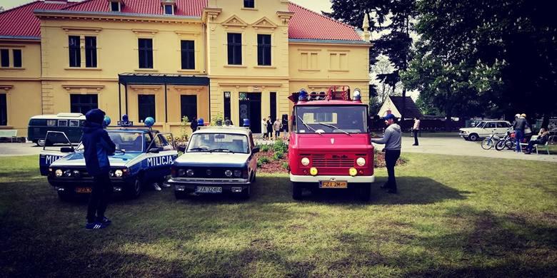 W tym roku KlasykiZG rozpoczęły sezon w wyjątkowym klimacie. Miłośnicy klasycznych aut spotkali się w parku pałacowym w Starym Kisielinie. Na zlot przybyło