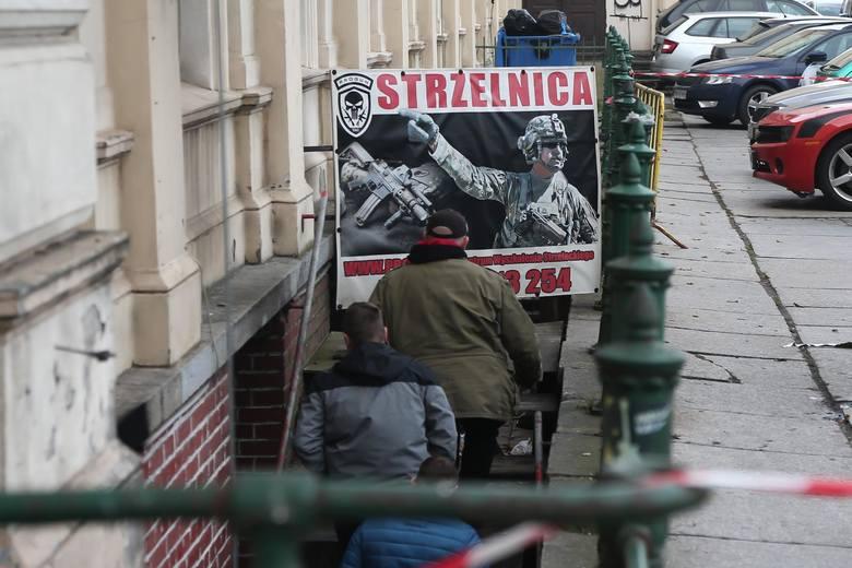 W miniony czwartek, około godz. 17.00, doszło do pożaru w strzelnicy znajdującej się w budynku Dworca Świebodzkiego. Zginął młody, 24-letni mężczyzna,