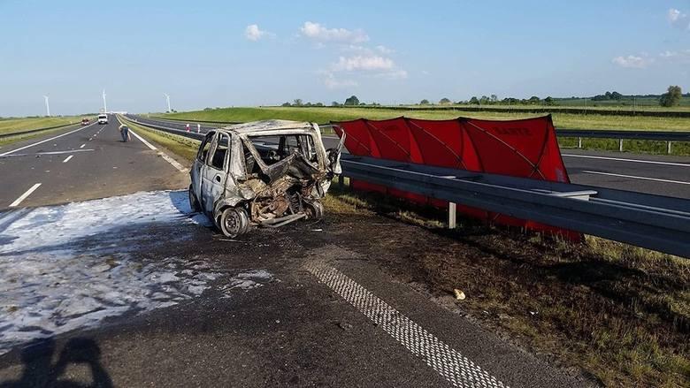 Do tragicznego wypadku doszło w sobotę, 18 maja, na trasie S3 na wysokości Mielna Pyrzyckiego (woj. zachodnio-pomorskie). Zderzyły się audi i matiz.