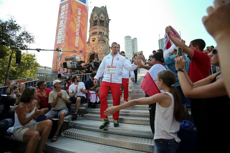 Dzień po konkursie - w środę - Wojciech Nowicki i Paweł Fajdek odebrali złoty i srebrny medal mistrzostw Europy w Lekkoatletyce. Ceremonia odbyła się