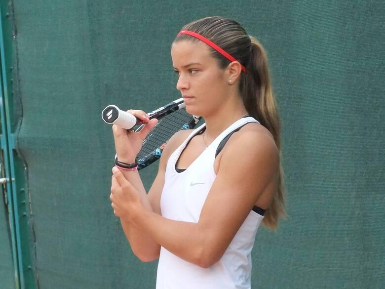 W środowe popołudnie fani tenisa emocjonowali się ćwierćfinałowym pojedynkiem Igi Świątek z Marią Sakkari na kortach Rolanda Garrosa. Mecz wygrała Greczynka,