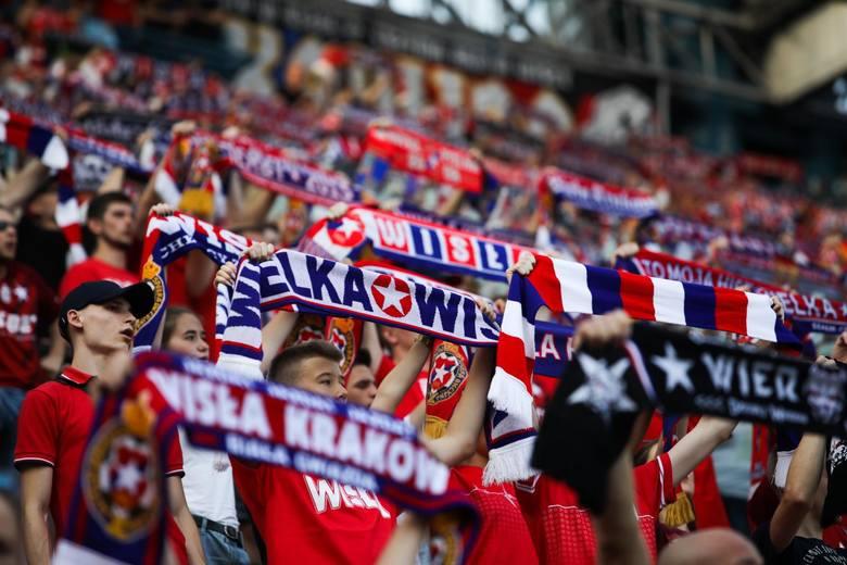 Po 2 kolejkach PKO Ekstraklasy każdy klub zorganizował po jednym domowym spotkaniu. Na początek sezonu kibice czekali ponad miesiąc. Fani którego zespołu