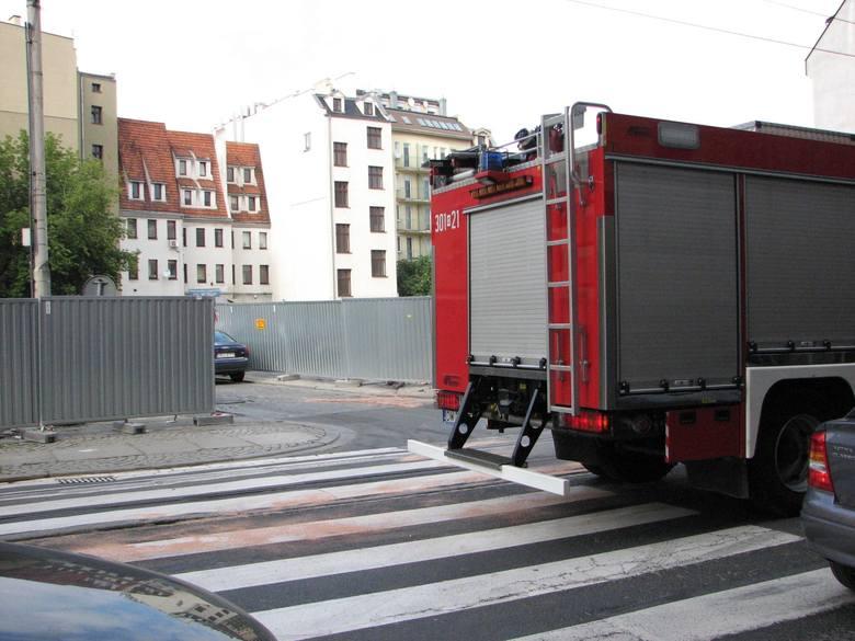 Wrocław: Straż pożarna usuwała plamę oleju na Ruskiej