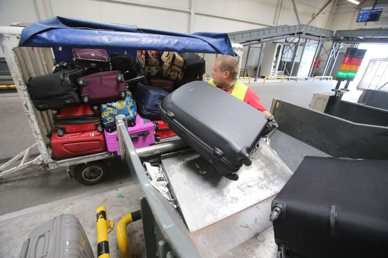 Walizka na lotnisku. Co się dzieje z walizką po odprawie. Droga bagażu na lotnisku w Pyrzowicach