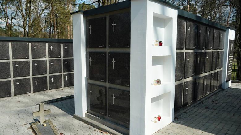 Cmentarz Wojskowy w Białymstoku. Zakończyła się budowa kolumbariów. Tu spoczęły szczątki prawie 400 ofiar z czasów wojny [ZDJĘCIA, WIDEO]