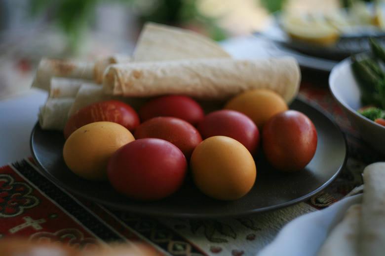 Ormiańska Wielkanoc: jajka Ormianie barwią najczęściej na czerwono.