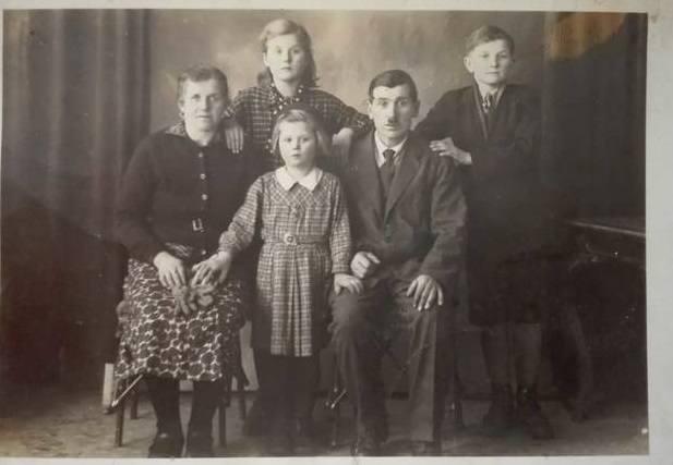 Ofiary: Stanisław (ojciec), Anna z domu Gajda (matka), Bonifacy, ur. 1924, Stanisława, Lucyna, ur. 1928, Zdzisław, ur. 1941...