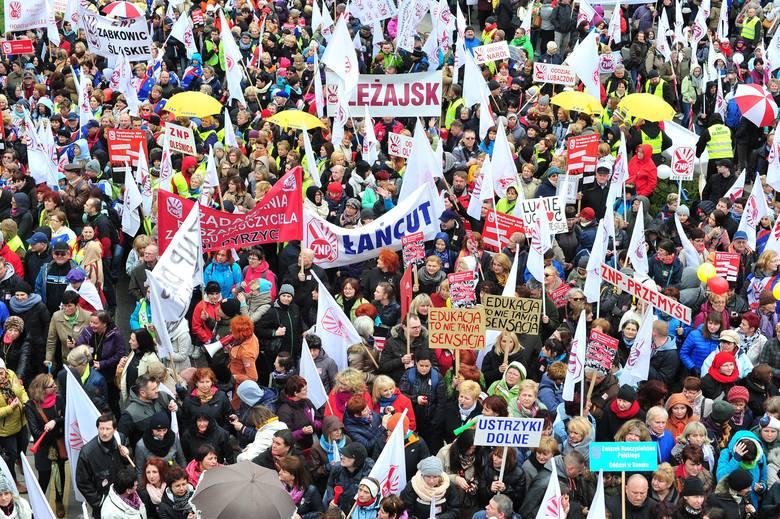 Warszawa, 18 kwietnia 2015: Marsz i manifestacja nauczycieli, protest związkowców [ZDJĘCIA, RELACJA]