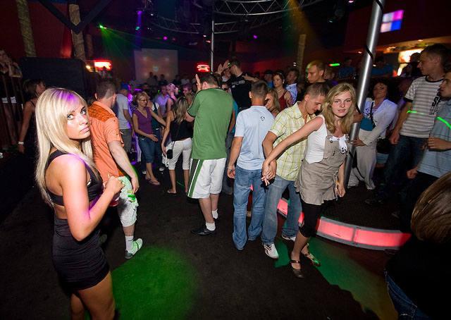 Jak bawili się turyści w Mielnie w 2009 roku? Sprawdźcie to na naszych archiwalnych zdjęciach z klubu Bajka!Zobacz także:  Juwenalia Politechniki Koszalińskiej