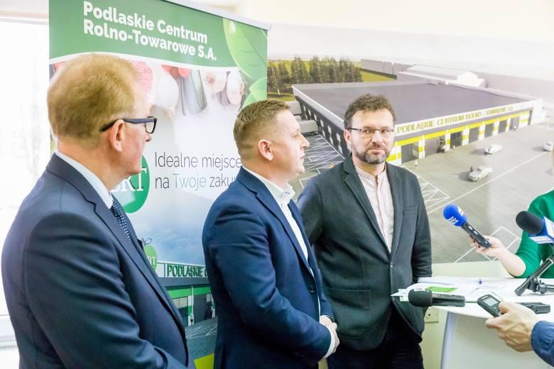 Od lewej: prezes Mieczysław Pugawko,  Robert Skrzypkowski, prezes RS Budownictwo i Zenon Zabagło, architekt, projektant hali z firmy Atelier ZETTA.