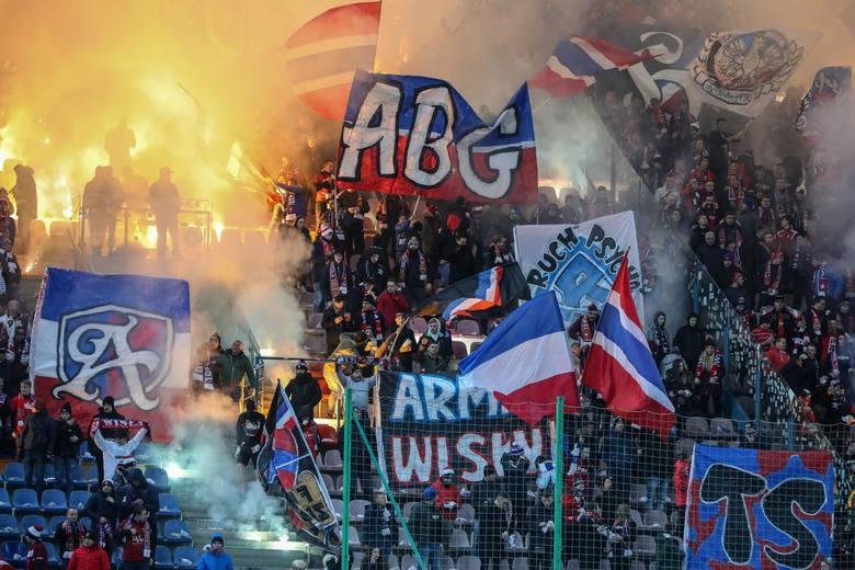 Wisła Kraków zanotowała dziewiątą porażkę z rzędu. W meczu 17. kolejki PKO Ekstraklasy przed własną publicznością uległa Lechii Gdańsk 0:1. Na trybunach