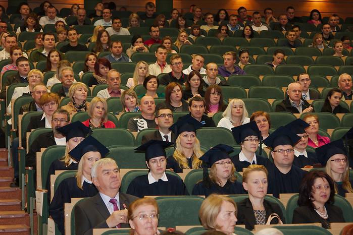 """W programie certyfikacji """"Uczelnia Liderów"""" Fundacja nagradza szkoły wyższe, które starają się kształcić absolwentów atrakcyjnych dla"""