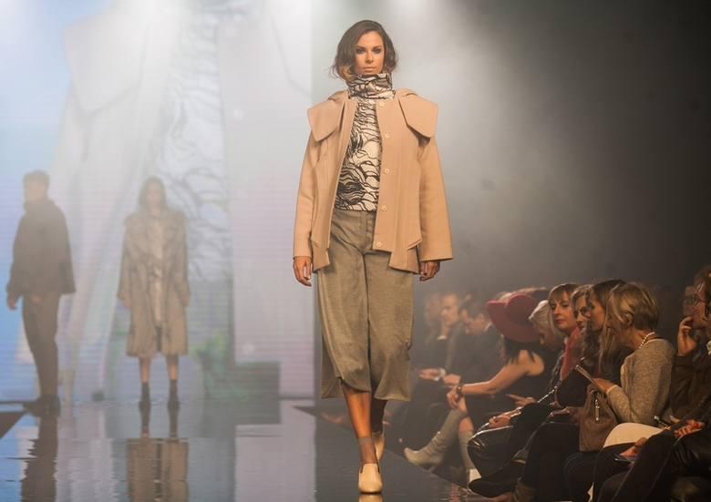 Manufaktura Fashion Week. Modelka chwieje się na wybiegu [FILM]
