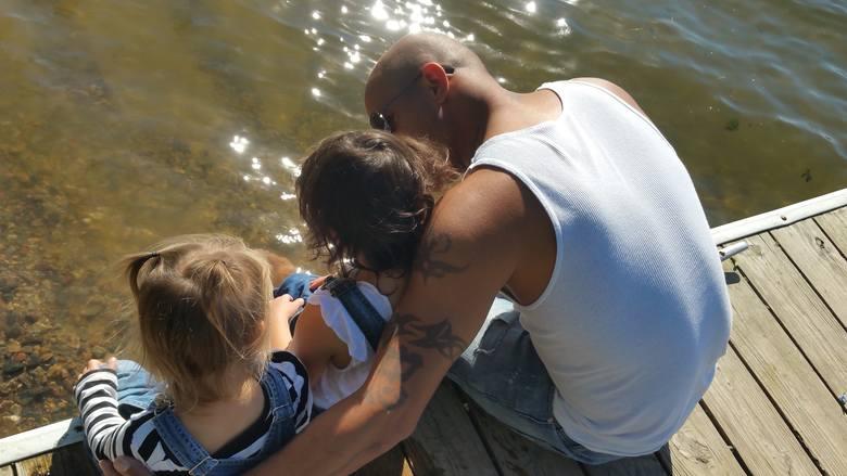 Dziś ojcowie do swoich ról podchodzą bardziej świadomie i są z dziećmi od chwili ich narodzin.