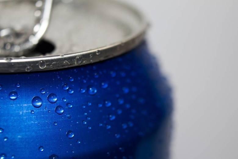 - Spożycie napojów słodzonych cukrem często opisywane jest jako istotne źródło nadmiarowych kalorii zwiększających całkowity pobór energii - czytamy w raporcie NFZ.