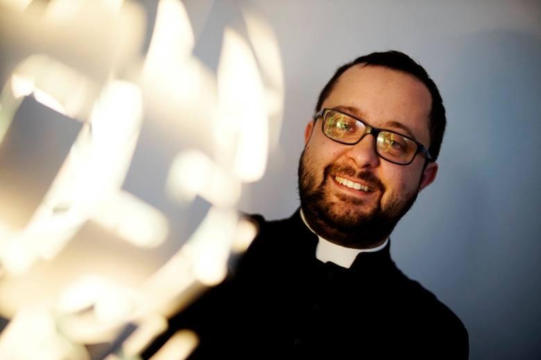 Ks. Radek Rakowski, duszpasterz akademicki, katecheta i wikariusz z parafii pw. św. Stanisława Kostki w Poznaniu.