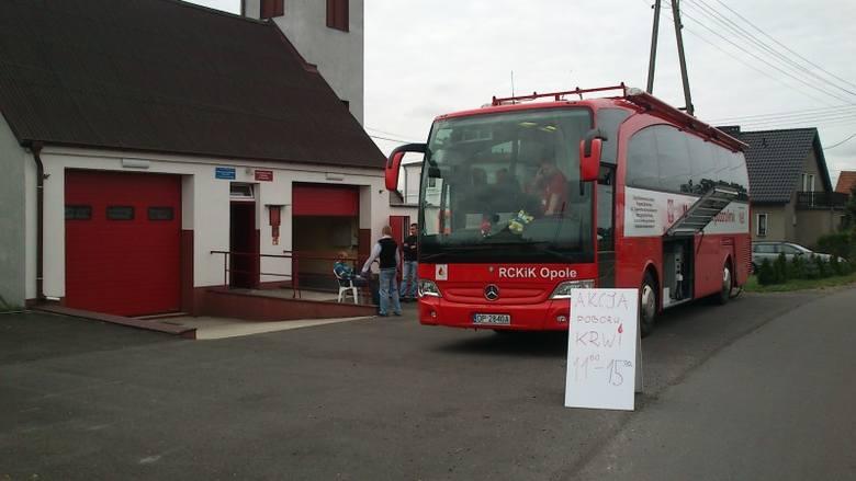 Pod remizę Ochotnicznej Straży Pożarnej w Chudobie podjechał ambulans z Regionalnego Centrum Krwiodawstwa i Krwiolecznictwa w Opolu.