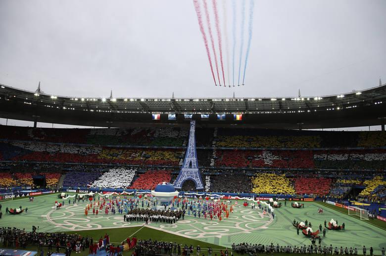 Ceremonia otwarcia Euro 2016, czyli kartoniady, motyw Wieży Eiffla i głos Zary Larsson [ZDJĘCIA]