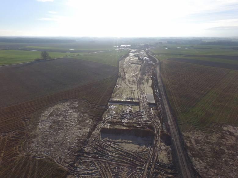 W naszym regionie trwa realizacja drogi ekspresowej S6. Zobaczcie zdjęcia z prac prowadzonych na odcinku Kiełpino-Kołobrzeg Zachód.Zobacz także Droga
