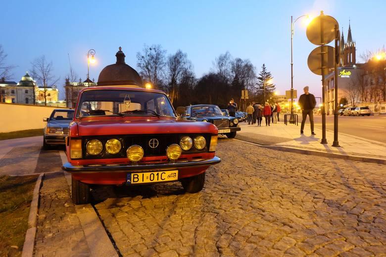 Białostockie Klasyki Nocą to cykliczne spotkania entuzjastów starej motoryzacji. 4 kwietnia na parkingu przed Pałacem Branickich oficjalnie rozpoczęli