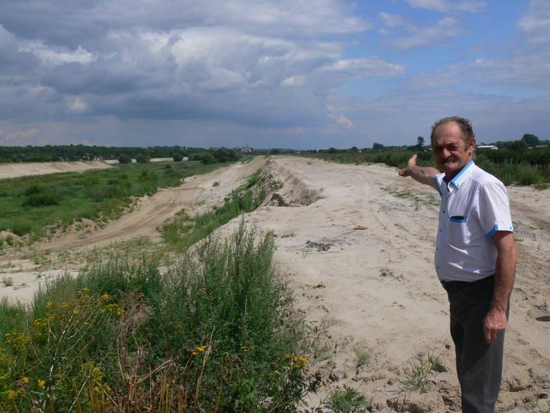 Kto podjął decyzje, aby rozpaprać te wały na całym odcinku pytał  Andrzej Bryła, sołtys Koćmierzowa i radny gminy Samborzec