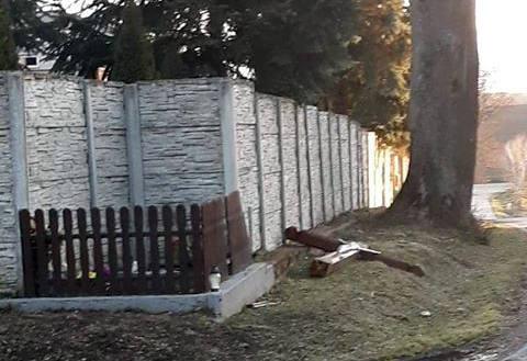 Od pana Marka otrzymaliśmy zdjęcia przewróconego krzyża i połamanych drzew. To efekt nocnej wichury w miejscowości Jankowice (gm. Chłopice, pow. jarosławski).