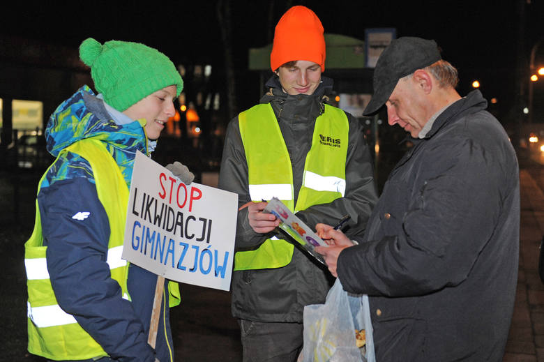 Poznańscy uczniowie walczą o gimnazja