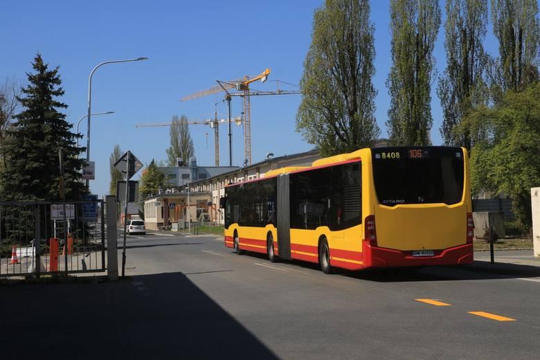 Zmiany w komunikacji miejskiej od soboty, 10 kwietnia. Inaczej będą m.in. kursować autobusy kilku relacji, będzie zmiana numeru linii i statutu przystanków.Zobacz