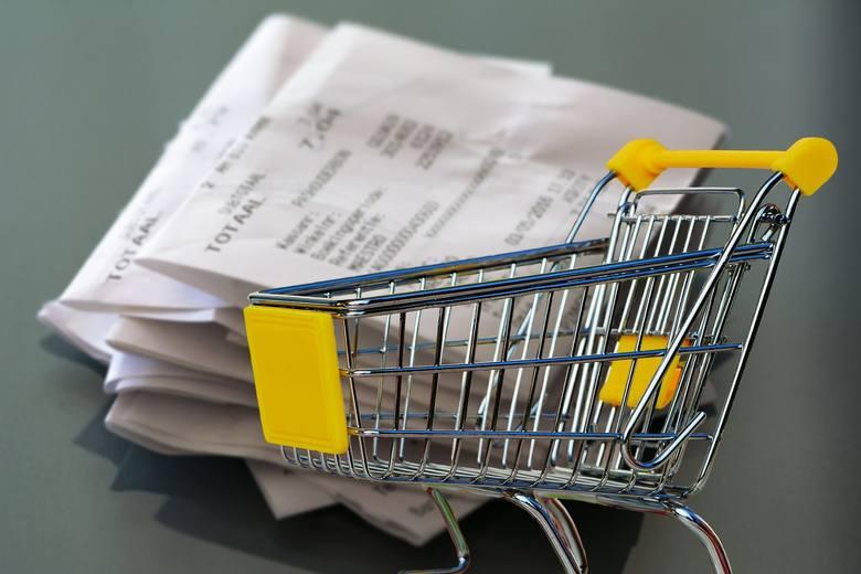 <i><strong>Dowód zakupu – jest konieczny do zgłoszenia reklamacji</strong></i><br /> Najprostszym dowodem zakupu jest paragon, który powinniśmy dostać od każdego sprzedawcy, nawet handlującego na bazarze. Ponadto dowodem zakupu może być też np. potwierdzenie płatności kartą, wyciąg z konta, faktura.