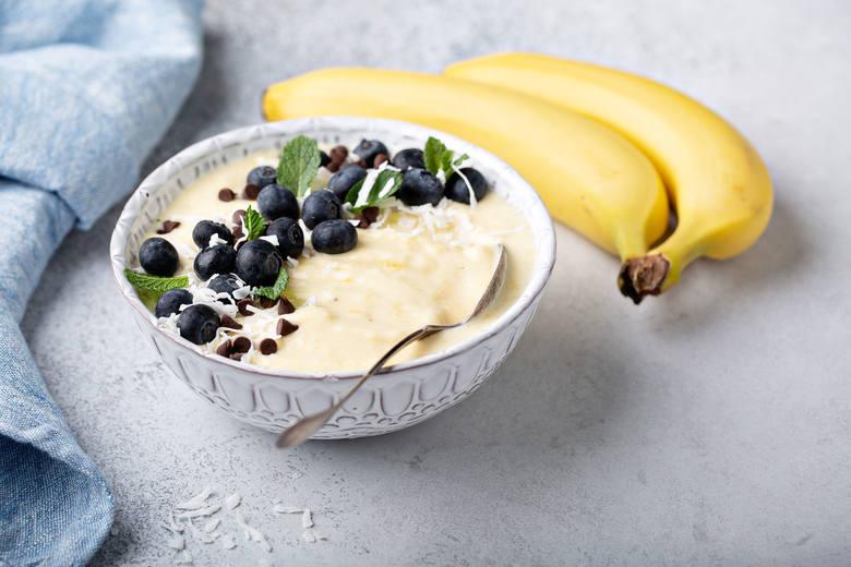 Są smaczne, pożywne i wygodne do zabrania z domu. Jedzenie 2 sztuk tego owocu w ciągu dnia nie będzie więc problemem. Banany są nie tylko dobrym źródłem