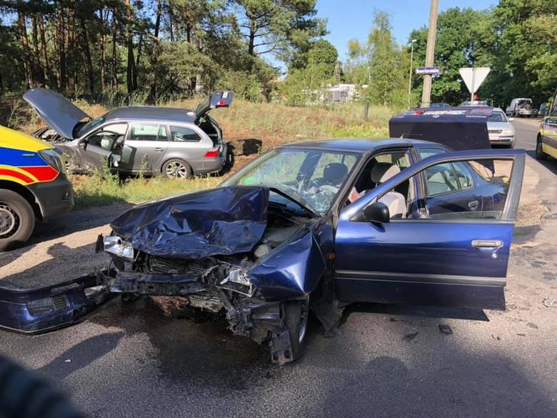 W sobotę (29.06) tuż pod godz. doszło do wypadku na ulicy Nowotoruńskiej w miejscowości Makowiska. Kierowca samochodu marki Nissan skręcając nie ustąpił