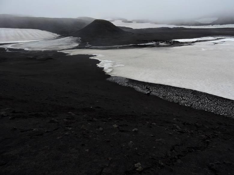 W krainie wulkanów i lodowców. Czarna plaża, krajobrazy jak z filmu [ZOBACZ ZDJĘCIA I POSŁUCHAJ]