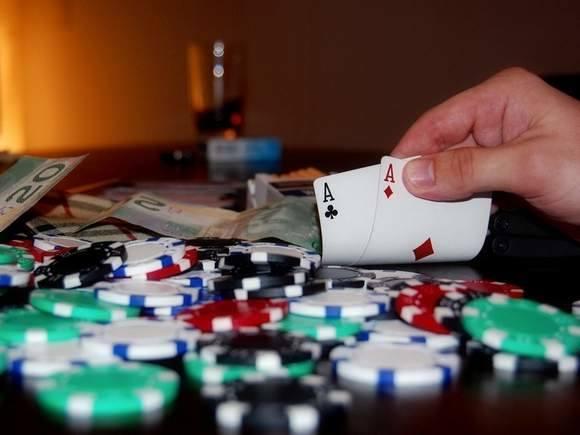 Turniej pokerowy zorganizowany podczas urodzin jednego z uczestników był według celników nielegalny.