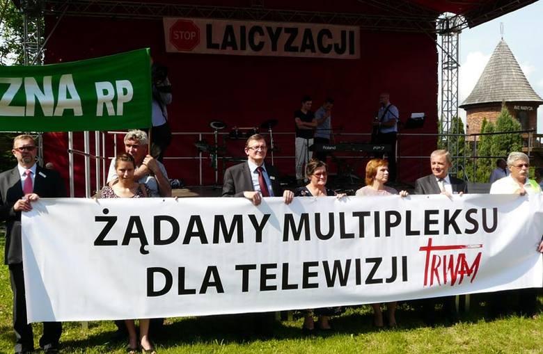 Maszerowali przez Jarosław w obronie TV Trwam [ZDJĘCIA]