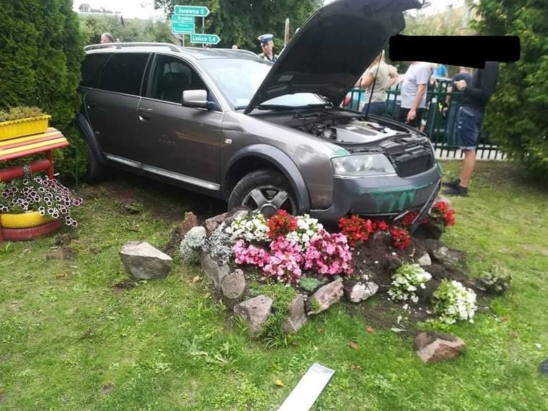 Do wypadku w miejscowości Letniki doszło w sobotę. Kierowca z nieustalonych przyczyn stracił panowanie nad pojazdem.
