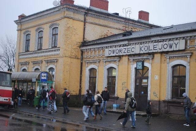 Tak jeszcze kilkanaście lat temu prezentował się dworzec kolejowy w Myszkowie.