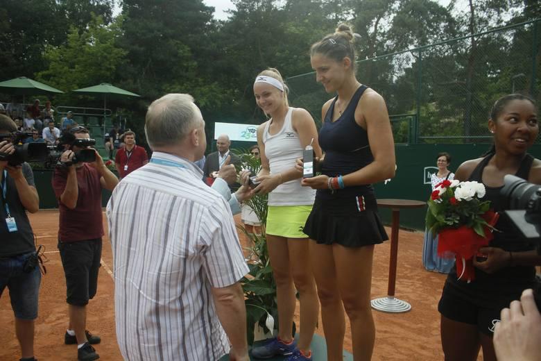 Turniej Bella Cup wkroczył w decydującą fazę. W sobotę rozegrano finałowy mecz gry podwójnej - zwyciężczyniami debla zostały Rebeka Masarova i Rebecca
