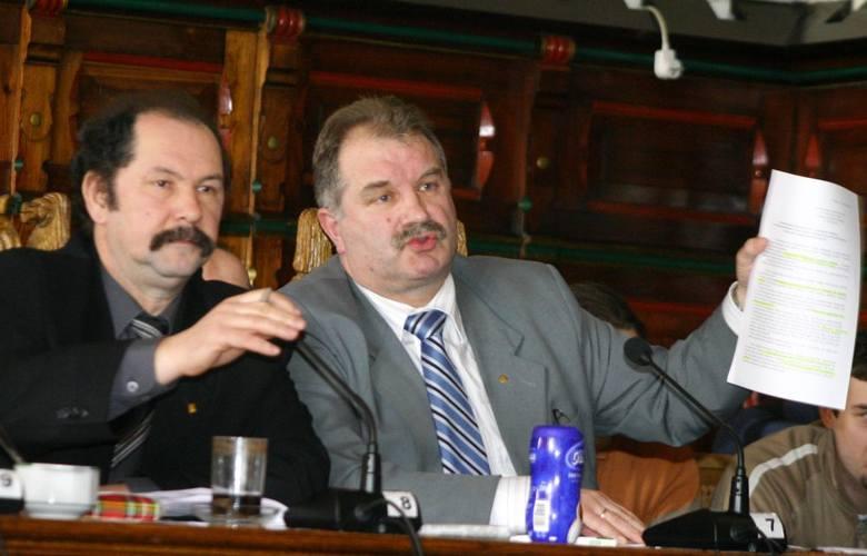 A w chojnickiej polityce również się działo, m.in. za sprawą radnych opozycji Andrzeja Mielke i Zdzisława Januszewskiego. Obecnie radnymi już nie są.