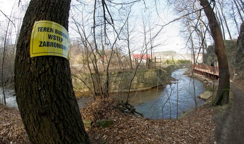 Wynagrodzenie strażnika leśnego mieści się w widełkach pomiędzy 2,25 a 7,4 tys. zł.