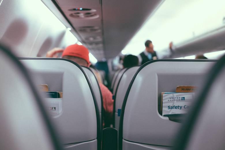 Podróżowanie w negliżu, pozostawianie góry śmieci, a nawet... oddawanie moczu poza toaletą. Do tego są zdolni pasażerowie w samolocie. Zobaczcie sami!