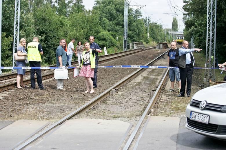 Wrocław: Śmierć na Krzemienieckiej. Mężczyznę potrącił pociąg (ZDJĘCIA)