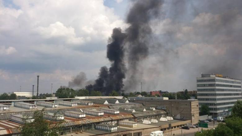 Pożar w Hutmenie widok z budynku urzędu skarbowego przy Ostrowskiego