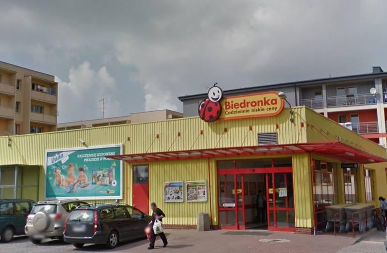 Bardzo zdziwieni byli mieszkańcy Aleksandrowa Łódzkiego podczas ostatnich zakupów w sklepie Biedronka przy ul. Poselskiej w Aleksandrowie. Ze sklepowych