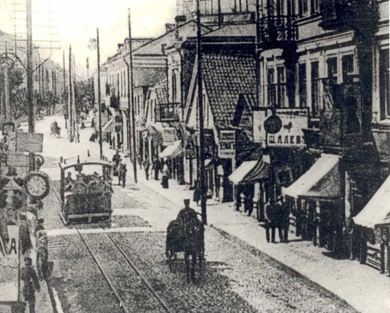 Wszystko zaczęło się od tramwaju konnego. Tak wyglądały przejażdżki w latach 1895-1915. Zdjęcie zostało wykonane na obecnej ul. Lipowej.
