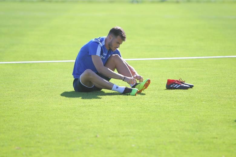 <strong>Dimitris Goutas - wypożyczony.</strong><br /> <br /> Jeden z czterech zawodników, których Lech poinformował już o swojej decyzji.<br /> <br /> <strong>Przejdź dalej i zobacz kolejnych zawodników ---></strong><br />