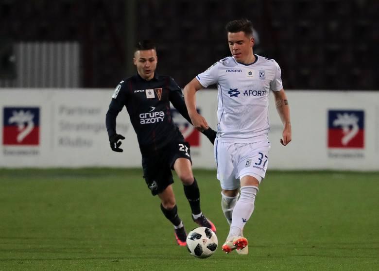 <strong>Marcin Wasielewski - wygasa kontrakt.</strong><br /> <br /> Jeden z czterech zawodników, których Lech poinformował już o swojej decyzji.<br /> <br /> <strong>Przejdź dalej i zobacz kolejnych zawodników ---></strong><br />