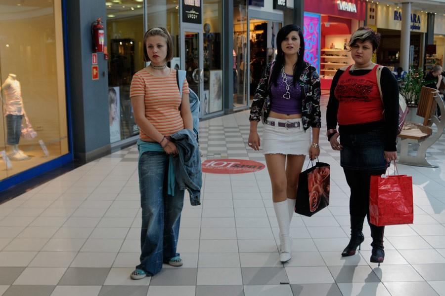 hot girl at mall