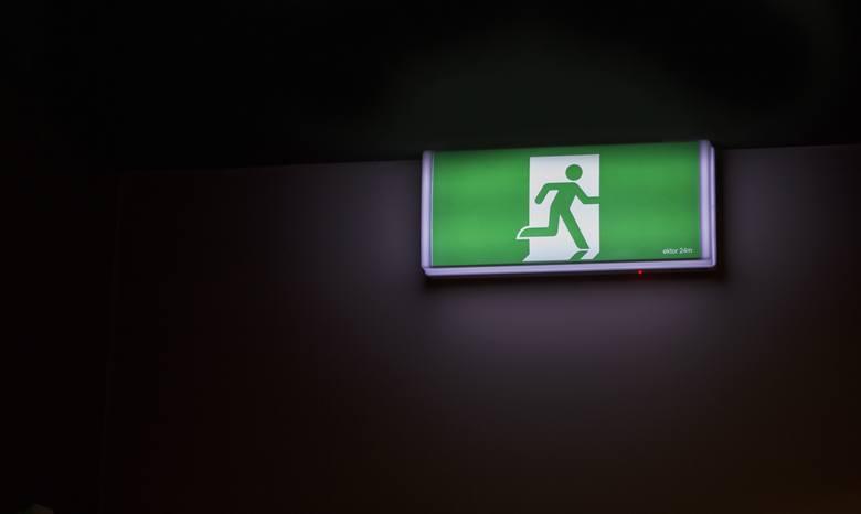 Dlaczego pracownicy odchodzą z firmy? W czasach, kiedy coraz częściej mówi się o rynku pracownika, a rekrutacje na wiele stanowisk tkwią w martwym punkcie,