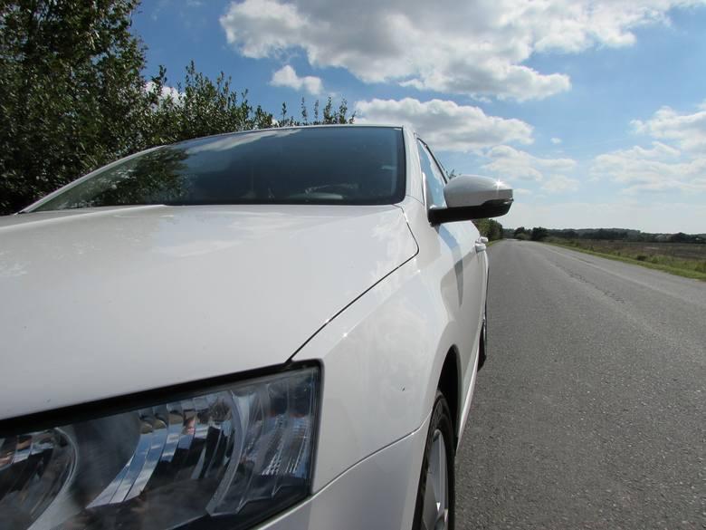Polacy kupują coraz więcej samochodów. To najwyższy wynik od momentu wejścia do Unii Europejskiej - wynika z raportu przedstawionego przez Polski Związek