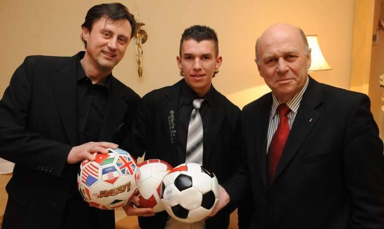 Sezon 2008/09 był jednym z najbardziej udanych w historii MKS-u Kluczbork. Nasza drużyna w cuglach wygrała rywalizację w 2 lidze, zdobywając w 34 meczach